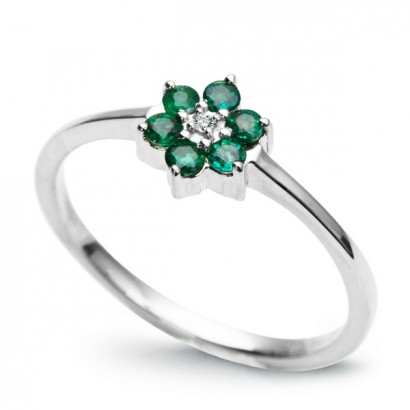 14CT WHITE GOLD EMERALD FLOWER RING