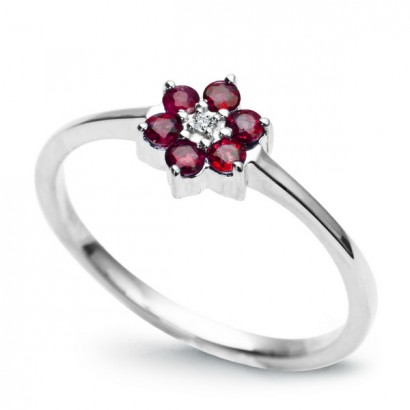 14CT WHITE GOLD RUBY FLOWER RING